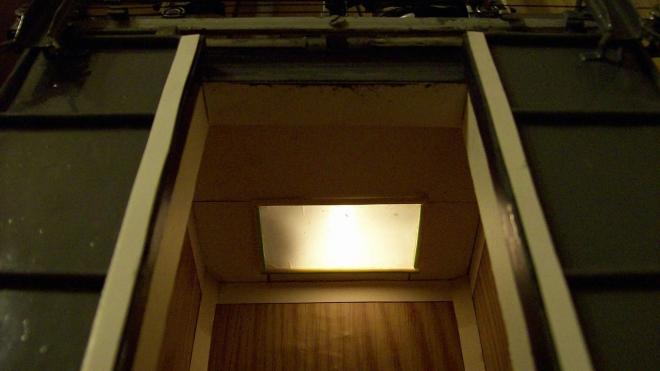 В истории со смертью школьника в шахте лифта появились загадочные подробности