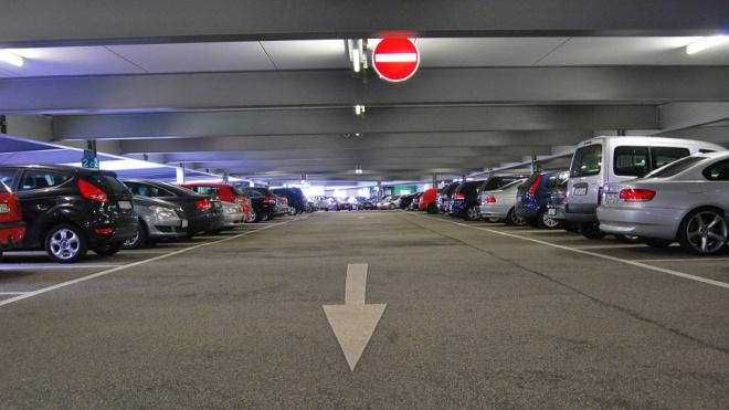 """У """"Ломоносовской"""" и """"Проспекта Большевиков"""" появятся перехватывающие парковки"""