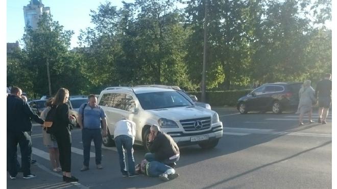 На Бульваре Новаторов сбили девушку