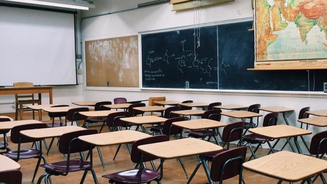 Школы в Петербурге снова могут закрыться