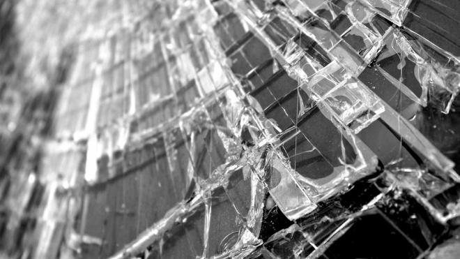 После столкновения с фурой в Ленобласти на трассе А-114 погиб водитель легковушки