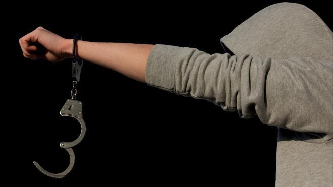 Из колонии - поселения в Иркутской области сбежали двое заключенных