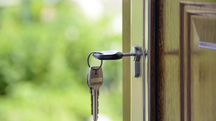 Комитет имущественных отношений приобретет на аукционе 483 квартиры