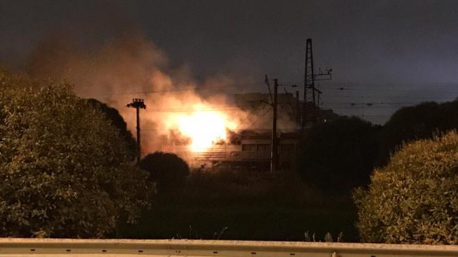 """Около платформы """"Проспект Славы"""" ночью сгорел тепловоз"""