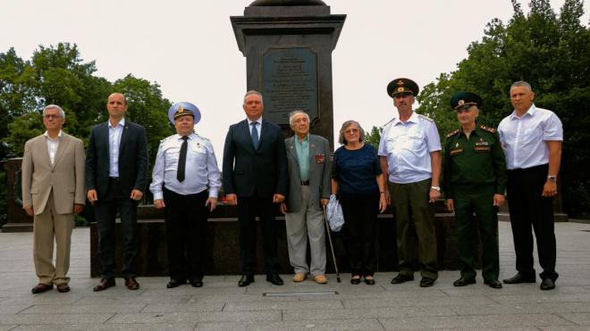 На площади Выборгских полков вспомнили героев Великой Отечественной войны