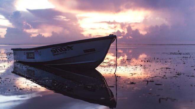 В Крыму двух человек унесло в открытое море на лодке