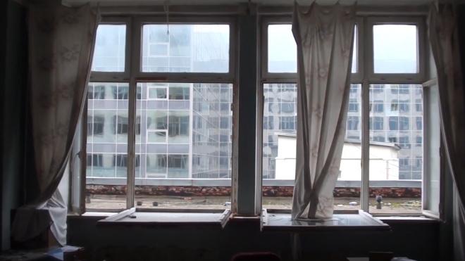 В центре Петербурга школьница выпала из окна после ссоры с родителями
