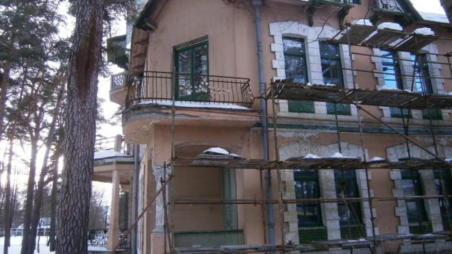 Суд оштрафовал застройщика на 850 тыс. рублей за ненадлежащее состояние двух памятников в Сестрорецке