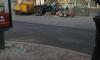 """На Лиговском проспекте трактор """"разобрался"""" с светофором: водитель снес столб"""