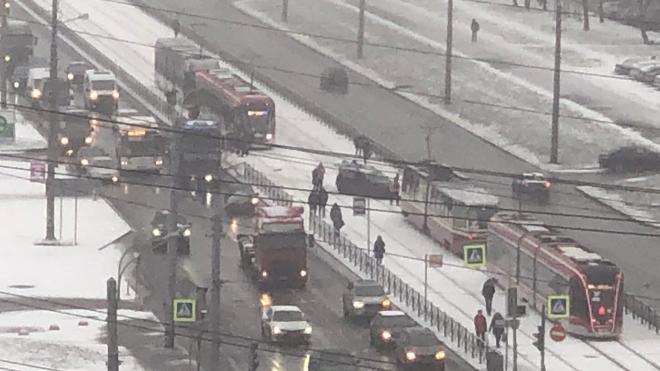 ДТП на Маршала Казакова  перекрыло движение трамваев в обе стороны