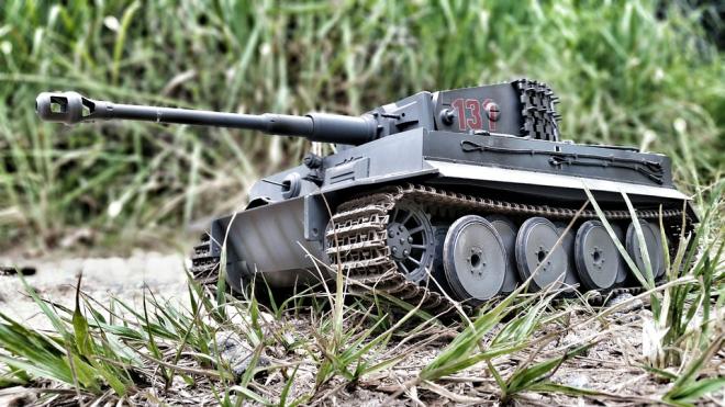 Путин призвал предприятия к увеличению впуска военной продукции