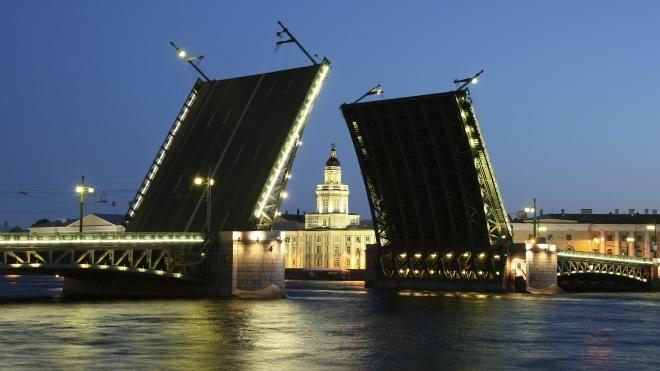 Петербург разводит мосты для проверки готовности к навигации