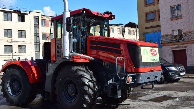 На Петербургском тракторном заводе рабочего придавил трехтонный цилиндр