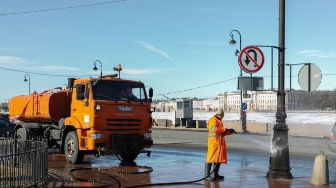 Улицы Петербурга начали отмывать от зимней грязи