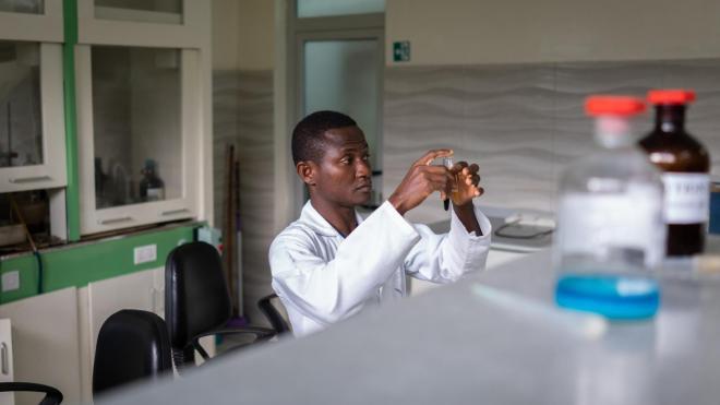 ВОЗ одобрила испытание лекарственных трав от COVID-19