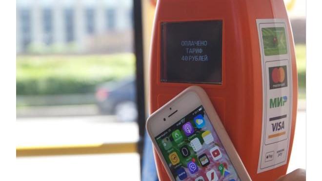 В Петербурге в 20 автобусах можно оплатить проезд банковской картой