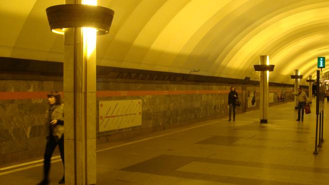 """Движение по """"оранжевой"""" ветке метро в Петербурге приостановлено"""