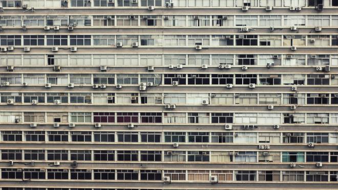 Собственникам жилья в Петербурге временно запретили проводить очные собрания
