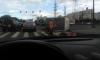 На Петергофском шоссе хлебовозка рассыпала булки по дороге после ДТП