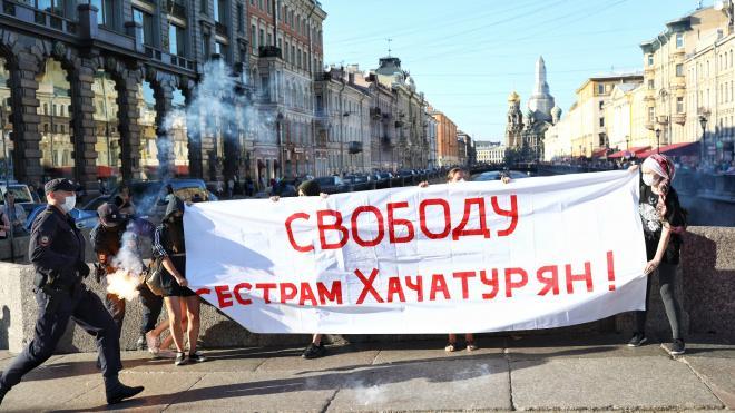 На Невском проспекте прошла акция в поддержку сестер Хачатурян