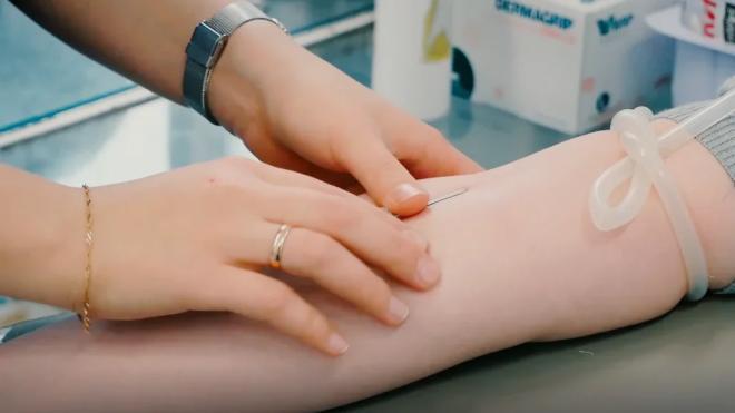 Петербургские учреждения службы крови заготовили более 708 л антиковидной плазмы