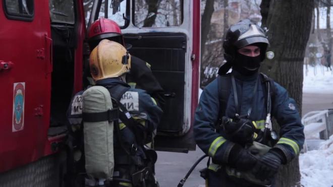 """Утром в Петербурге горел продуктовый рынок """"Лигово"""" по Народному Ополчению"""