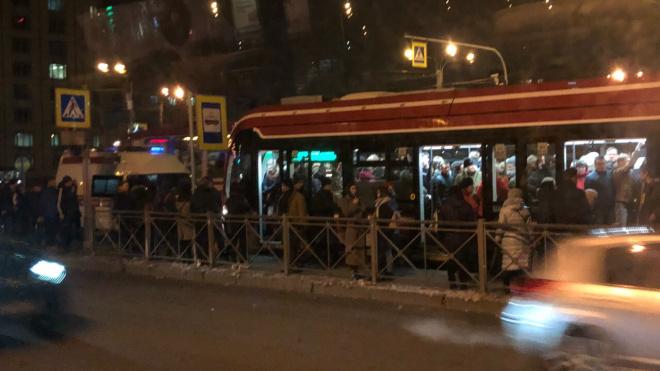 """Пассажирам трамвая пришлось задержаться у станции метро """"Гражданский проспект"""""""