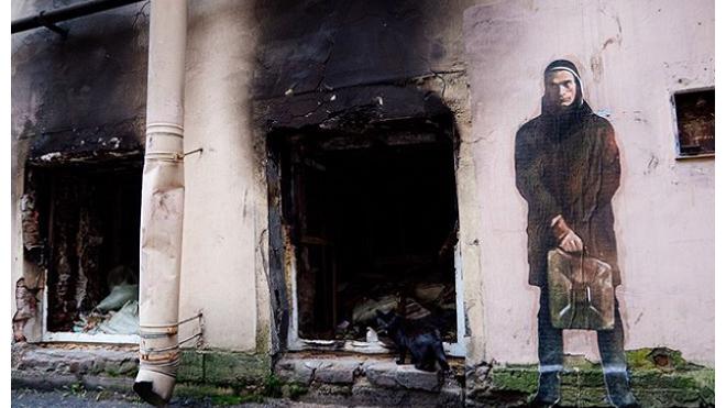 """В Петербурге появилось граффити с Павленским, """"поджигающим"""" Лиговский проспект"""
