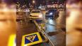 Каршеринг в результате ДТП снес светофор на Парнасе