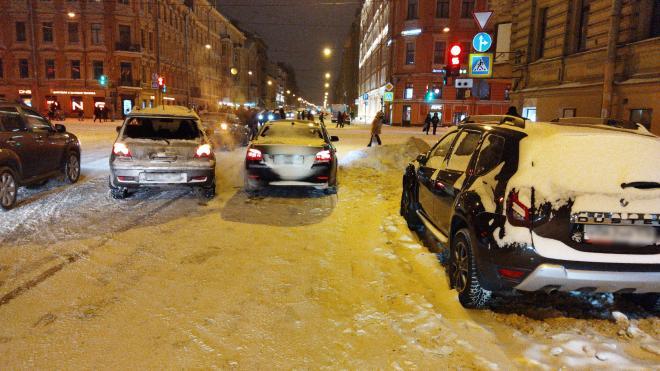 На Васильевском острове резко затормозивший BMW возмутил водителей