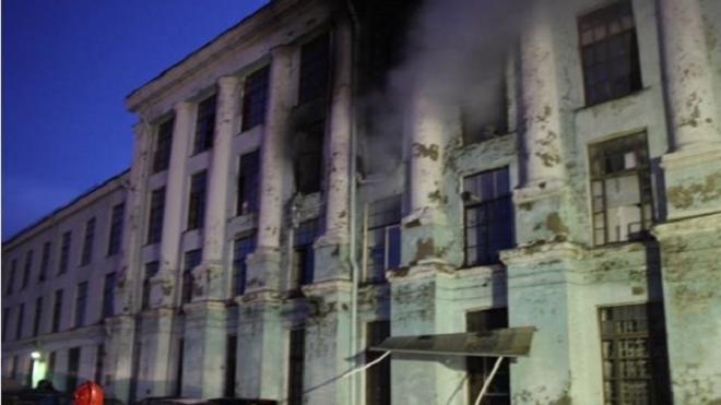 Ночной пожар на фабрике Веры Слуцкой удалось потушить к 10 утра