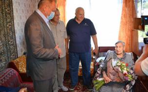 Руководители Выборгского района поздравили местную жительницу со столетним юбилеем