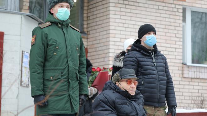 В Петербурге военнослужащие ЗВО поздравили с юбилеем 105-летнего ветерана-фронтовика