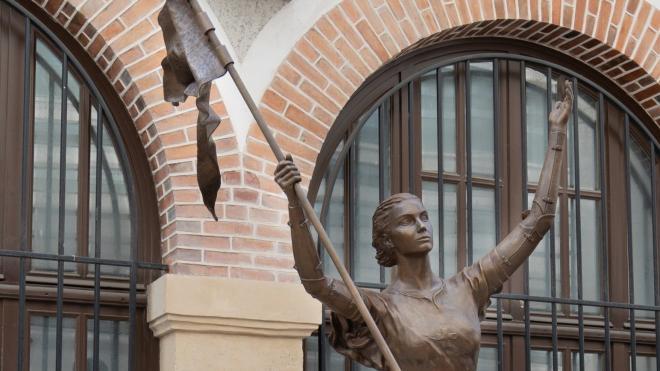 В Смольном определились с местом установки памятника Жанне д'Арк
