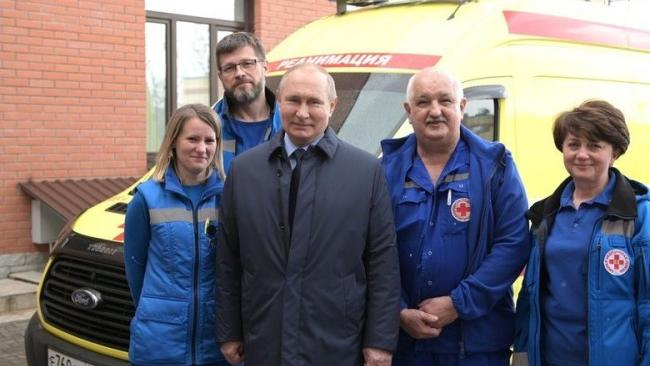 Путин посетил станцию скорой помощи в Пушкине
