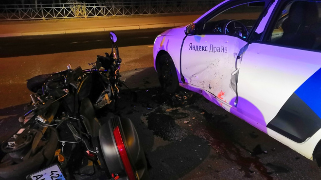 В ДТП на Рыбацком погиб мотоциклист из-за водителя на каршеринговом авто