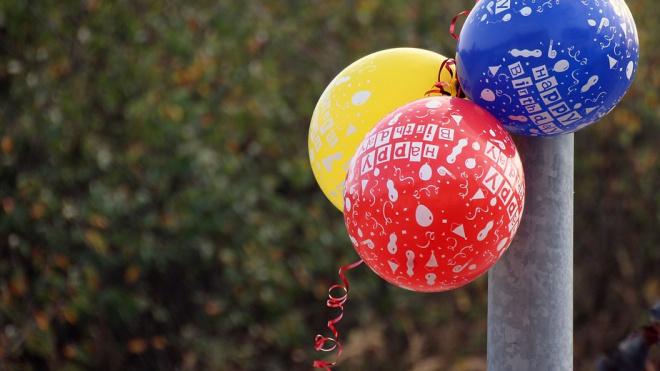 """Капитан полиции на Аптекарском продавал воздушные шарики с """"веселящим"""" газом"""