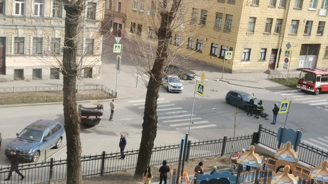 BMW перевернул автомобиль на Дегтярной