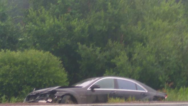 Водитель оставил свой Mercedes в кювете на Горском шоссе