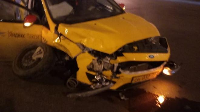 У Исаакиевского собора столкнулись две машины