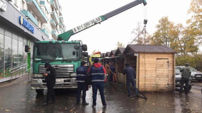 На проспекте Большевиков демонтировали незаконные ярмарки