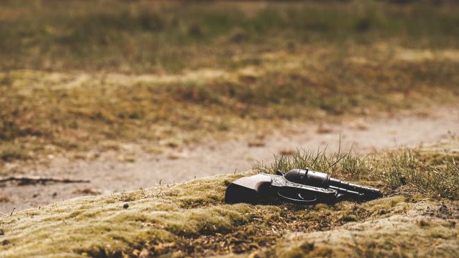 В Автово психопат расстрелял соседа из самопального револьвера