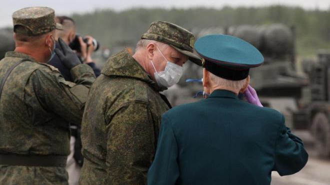 Военнослужащие трижды отрепетируют парад Победы на Дворцовой