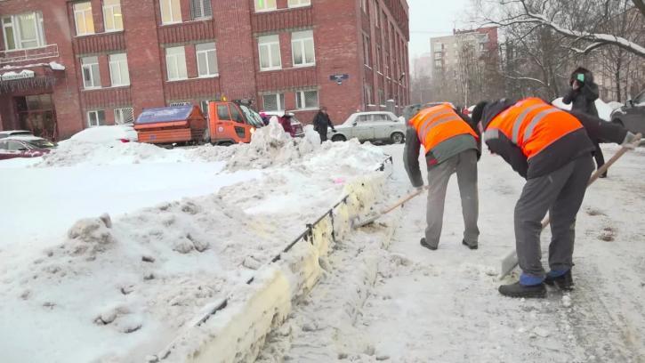 За сутки с улиц Петербурга собрали более 56 тыс. кубометров снега