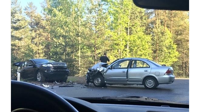 В Выборгском районе столкнулись два автомобиля