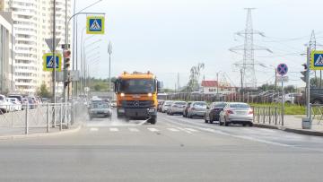 За прошлую неделю с улиц Северной столицы вывезли 2,1 тысячи тонн загрязнений