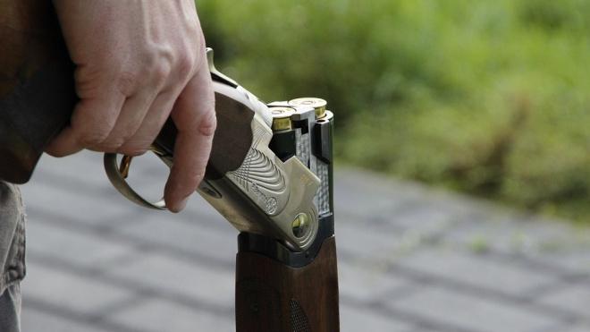 Пьяный мужчина разгуливал по Металлострою с ружьем с оптическим прицелом
