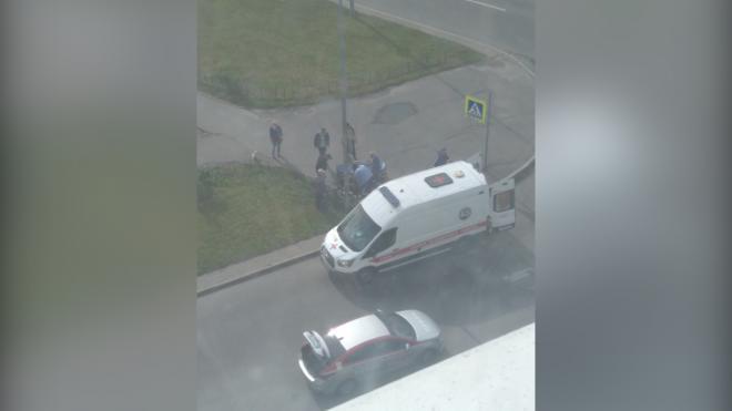 Велосипедистка попала под колеса такси на улице Маршала Захарова
