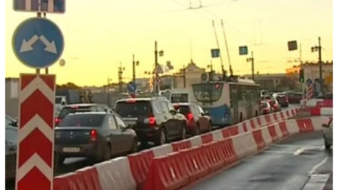 С 8 июля движение на Университетской набережной частично закроют на месяц