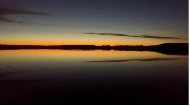 Жители Всеволожского района засняли необычный закат после полуночи